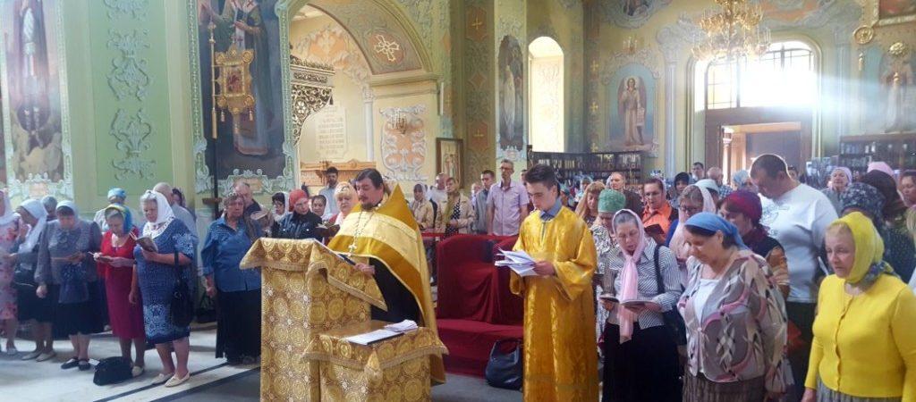 Молебен перед ковчегом с мощами святителя Луки